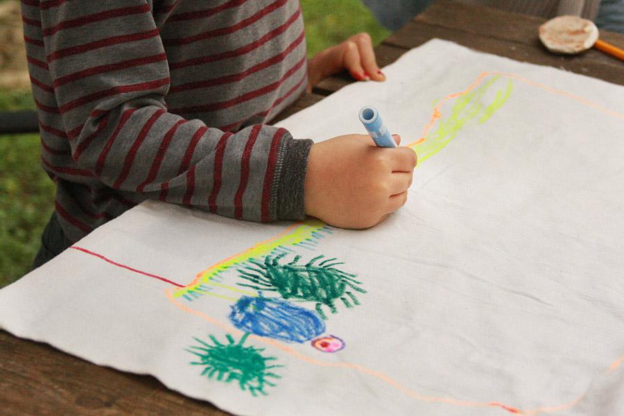 פעילות עם ילדים ליום העצמאות | מציירים דגל משפחתי | בלוג סימני דרך | naamasimanim.co.il