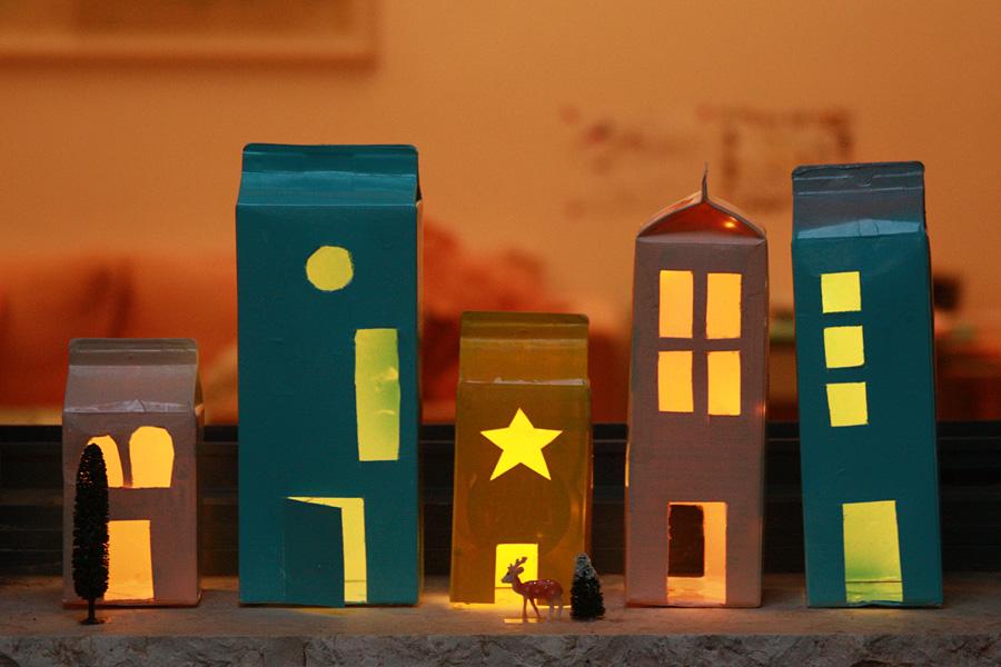 יצירה לילדים לחנוכה: איך להכין מנורות מקרטון חלב | פעילות לילדים | יצירה לחופש חנוכה | עששית בצנצנת | בלוג סימני דרך | naamasimanim.co.il