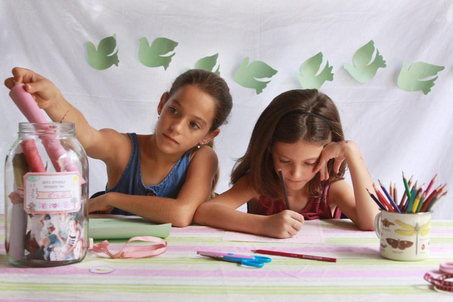 קפסולת זמן משפחתית | פעילות משפחתית לחג | פעילות משפחתית לתחילת שנה |בלוג ״סימני דרך״ | naamasimanim.co.il
