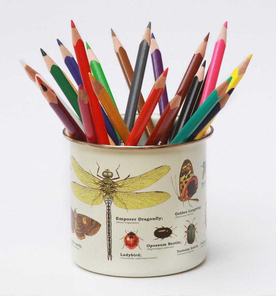 קפסולת זמן משפחתית | כלי עם עפרונות צבעוניים | בלוג ״סימני דרך״ | naamasimanim.co.il