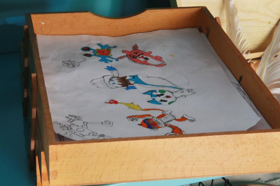 שיפוץ פינת עבודה לילדים | פינת עבודה ויצירה | מגש עץ לציורים גמורים | בלוג סימני דרך | naamasimanim.co.il