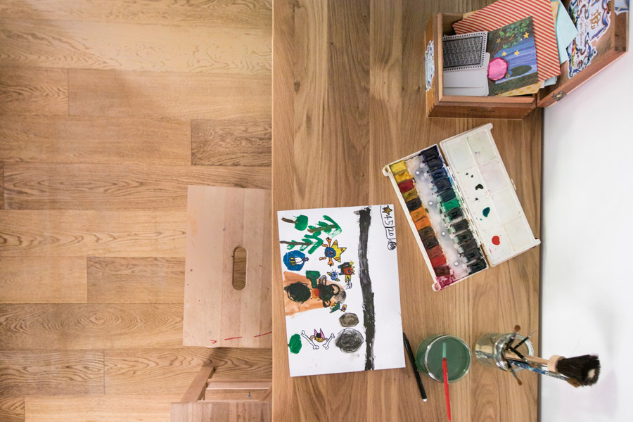 שיפוץ פינת עבודה לילדים | פינת עבודה ויצירה | פינה מעוצבת לילדים | חומרי עבודה לילדים | צבעי מים על שולחן | בלוג סימני דרך | naamasimanim.co.il