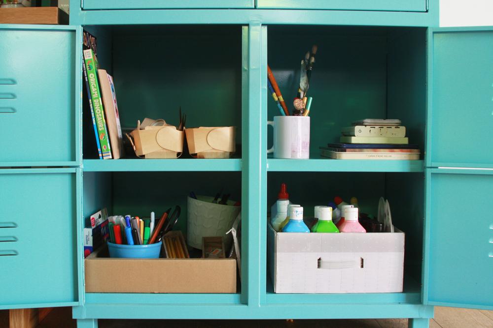 שיפוץ פינת עבודה לילדים | פינת עבודה ויצירה | ארון לאחסון חומרי יצירה ואמנות | בלוג סימני דרך | naamasimanim.co.il