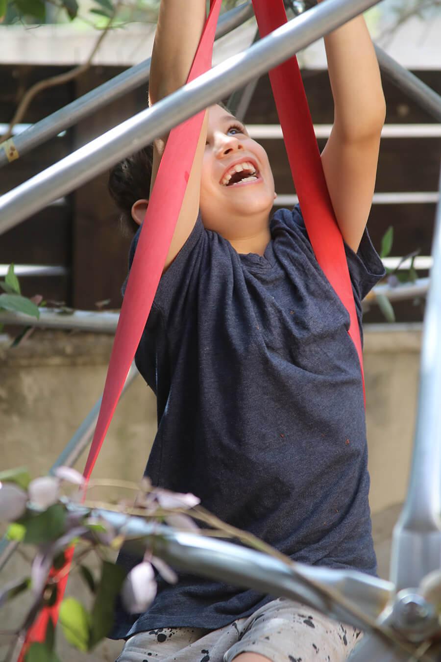 פעילויות לילדים בתקופת הקורונה | יצירה עם ילדים | תכנון אירועים עם ילדים | ילדים מבשלים | כיפה גאודזית עם ילדים | דום טיפוס | מתקן טיפוס לילדים | חברת טיפוסים | הבלוג ״סימני דרך״ | https://naamasimanim.co.il/