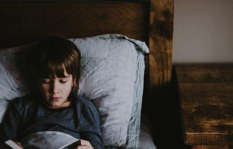 בָּדָד אֵשֵׁב: 3 ספרים מומלצים על ילדים שחייהם השתנו בגלל בידוד