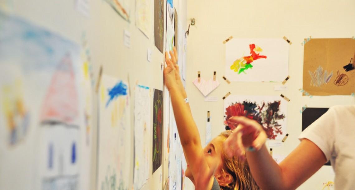 מוזיאון בסלון: איך יוצרים תערוכת אמנות של ילדים